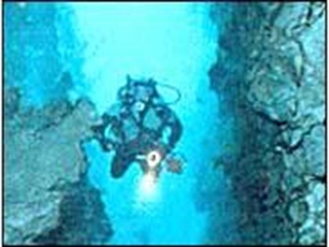 Sualtında mağara keşfi